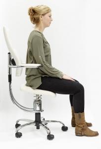 Zithouding 1 op de dynamische bureaustoel Spinalis (foto 3)